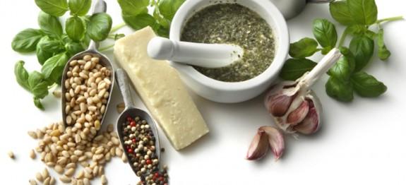 طرز تهیه سس پستو با پنیر پارمسان
