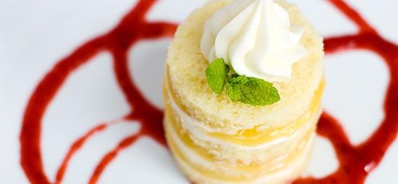 کیک اسفنجی با کرم لیمو