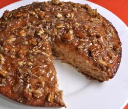 کیک موز با رویه کرم شیرین گردو نارگیل