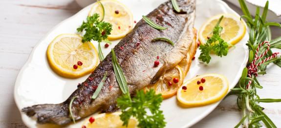 پخته ماهی قزل آلا روی زغال
