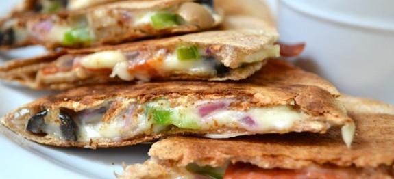 اسنک با نان ترتیلا