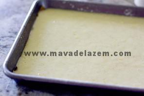 خمیر را در قالب ریخته و به مدت 10 الی 12 دقیقه در فر قرار میدهیم
