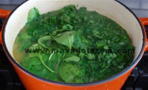 یک ساعت بعد سبزیجات خرد شده را اضافه میکنیم