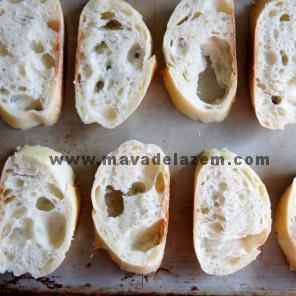 نان ها را در قالب چیده