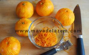پوست نارنگی ها را می تراشیم و تلخی آن را میگیریم