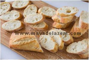 نان باگت را برش میزنیم